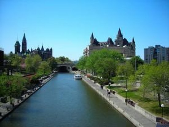 Ontario Pontoon Boating at Rideau Canal